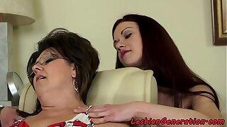 Spex grandma orally pleasured by babe