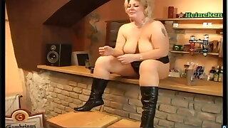 nice help for horny barmaid Tammy Jean