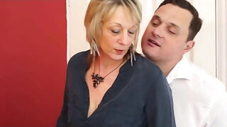 HORNY BRITISH MATURE HOUSEWIFE -B$R