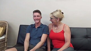 HORNY MOM SEDUCES AND FUCKS YOUNG STUD WITH HUGE COCK