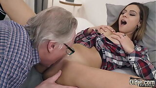 Pussy fucking young girlfriend and fucking her mouth